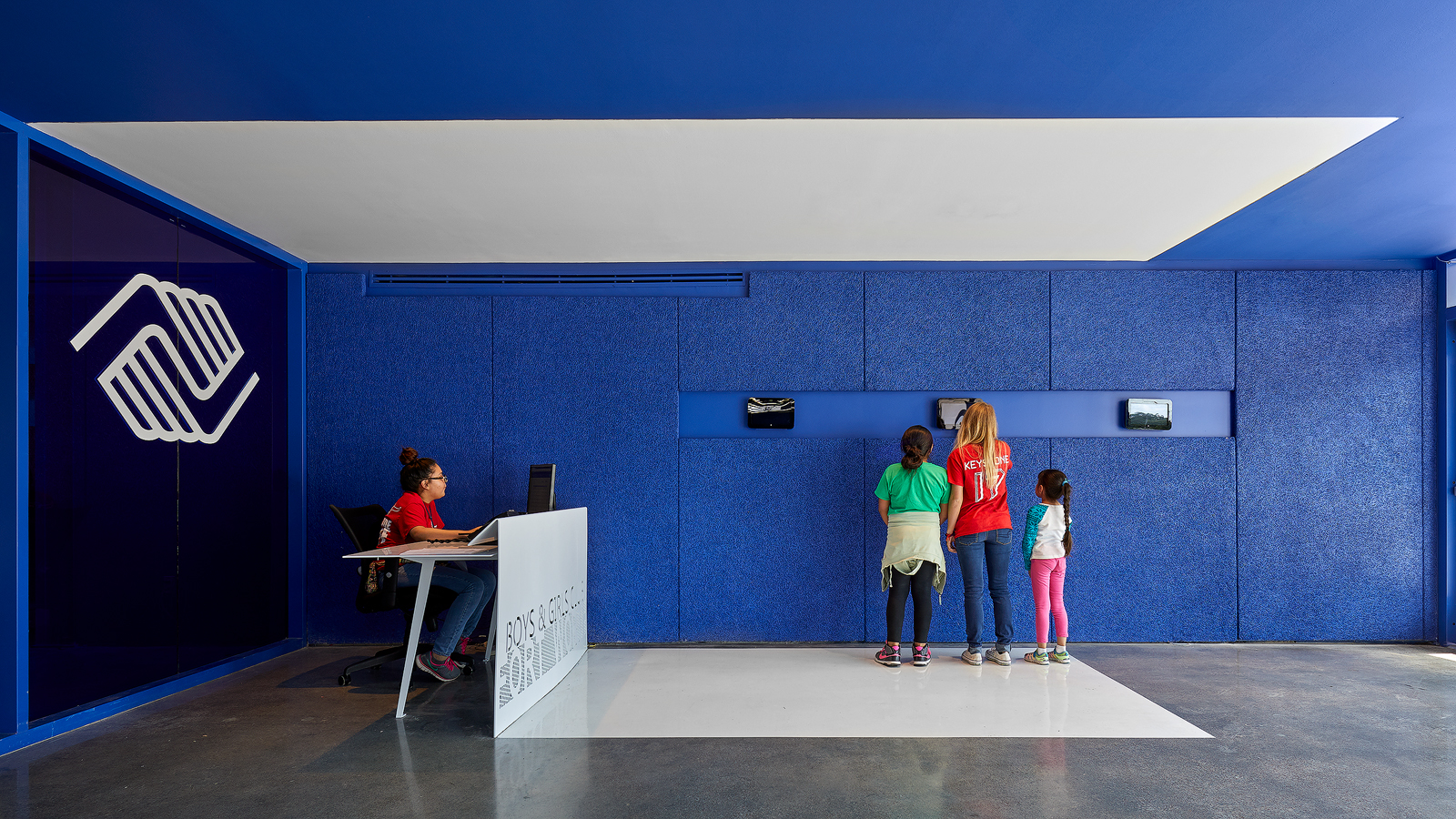 Dror Baldinger FAIA architectural photography award winning Boys and Girls club blue walls and ceiling